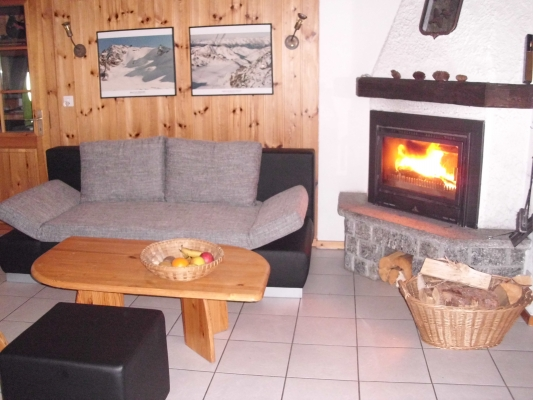 Chalet-Kamin-Couch